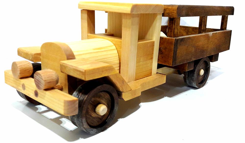 Игрушка-машинка ручной работы