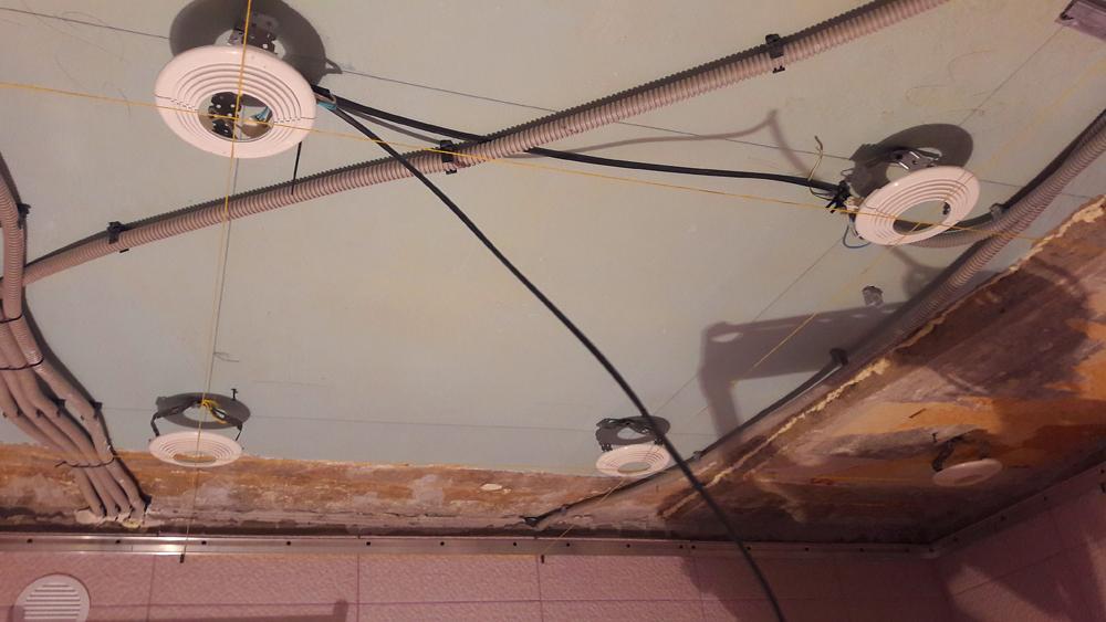 Монтаж светильников под натяжной потолок в Волоколамске