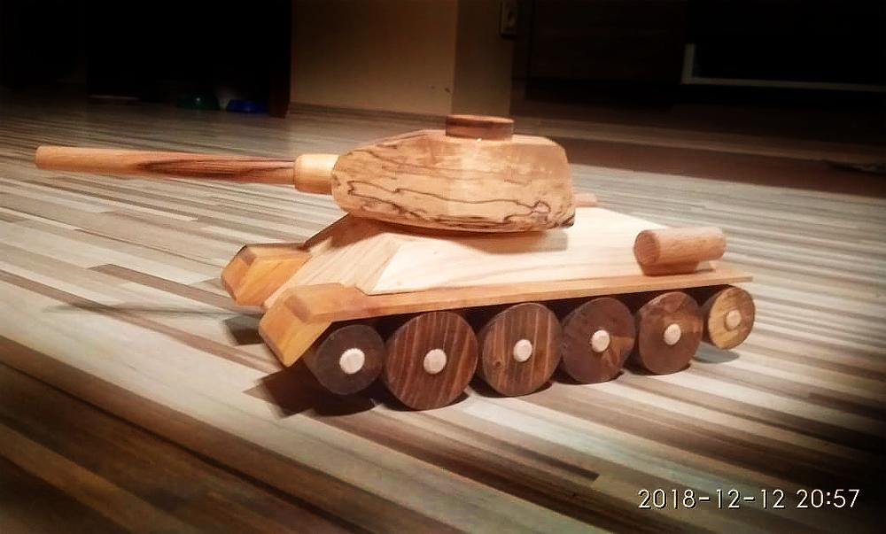 Детская игрушка - Танк Т-34 ручной работы из натурального дерева в Волоколамске